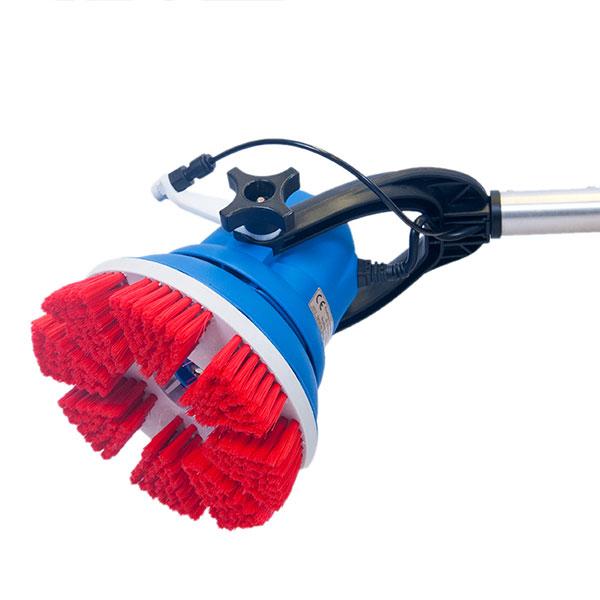 Jednokotoučový mycí stroj na podlahu
