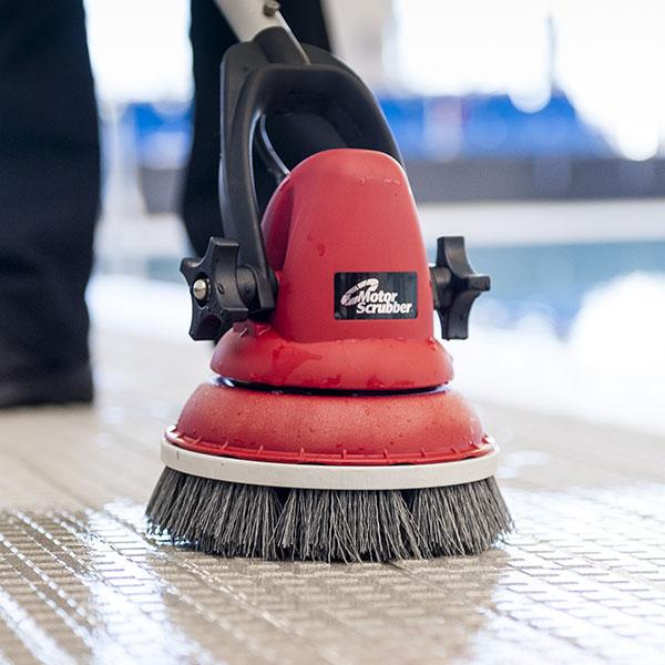 Jednokotoučové mycí podlahové stroje MotorScrubber