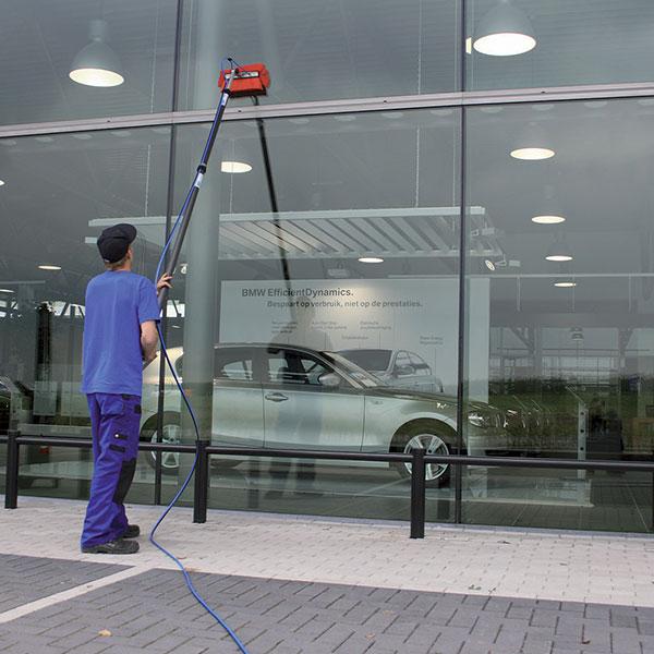 AquaQlean Automotive se používá pro čištění automobilů, autobusů a dopravních prostředků.