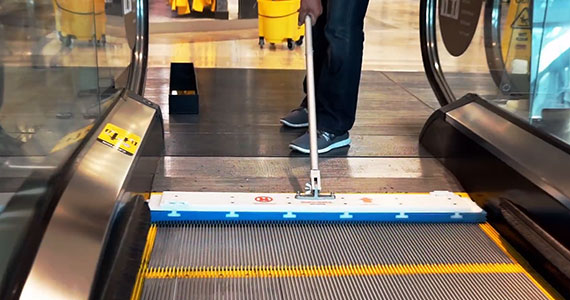 Stroje na čištění eskalátorů - REN