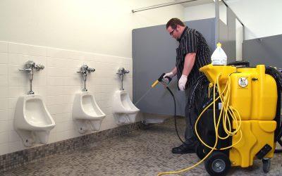 Dokonalý úklid toalet, sprch a umýváren s úklidovým strojem KaiVac 1200 No-Touch Cleaning System
