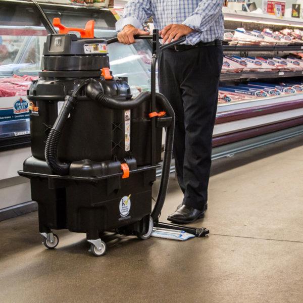 OmniFlex AutoVac - mycí stroj na čištění tvrdých podlah