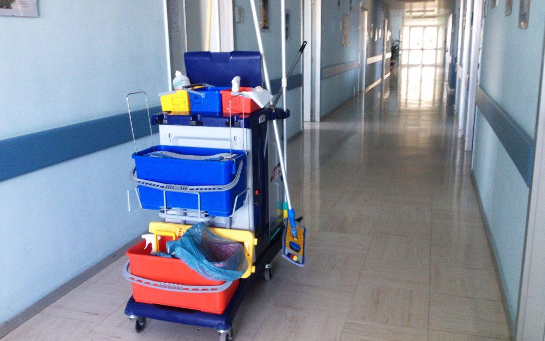 Mop pro úklid v nemocnicích? Existenční přežitek a ráj nebezpečných nemocí!
