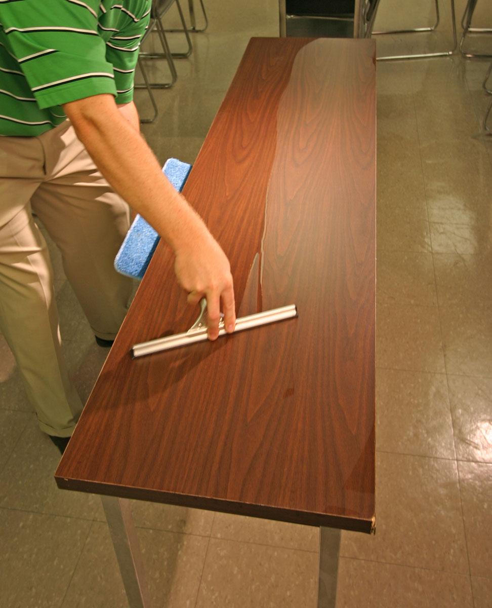 Technika stírání stolů - KaiFly