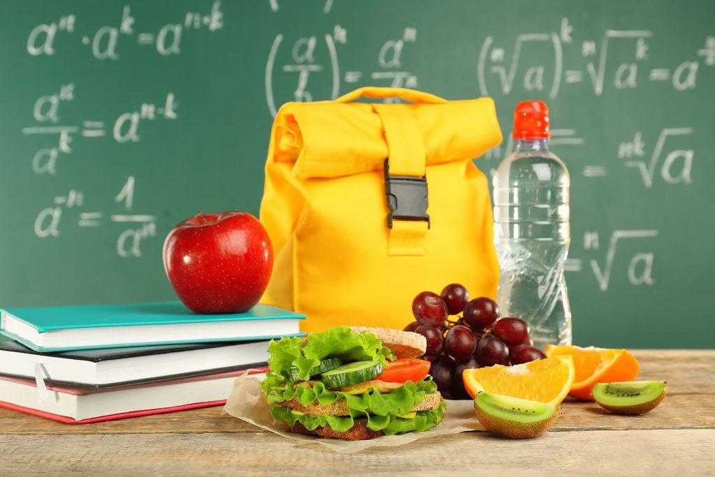 Učte děti ve školách, aby si nedávaly tašku na lavici. Vysvětlete jim, proč je to nehygienické.