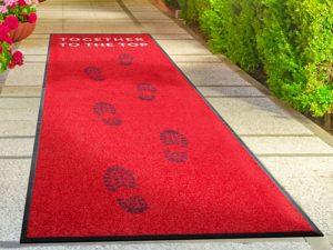Čisticí koberec s logem firmy