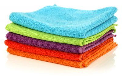 Mikrovláknová utěrka a hadřík v souvislosti s úklidem. Výhody, výběr, použití, čištění a praní