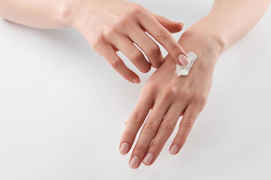 Péče o ruce a pokožku při úklidu nebo pravidelném nošení rukavic