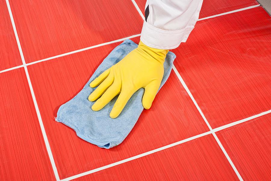 Jak zabránit výkvětu a povrchovému filmu dlažby a jak vyčistit spáry na dlažbě