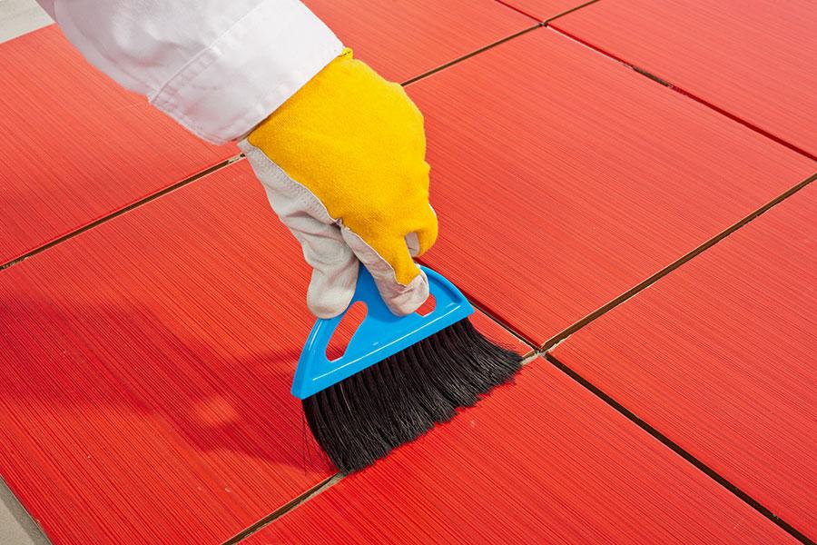 Jak vyčistit dlažbu a spáry