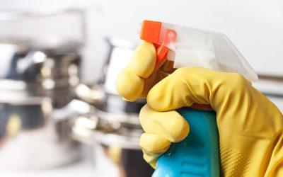 Práce s prachem, nečistotami a chemikáliemi. Jak bezpečně zacházet s čisticími prostředky, aby neohrožovaly zdraví zaměstnanců?